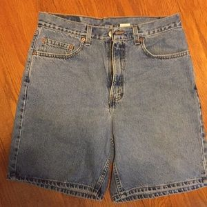 Levi's 550 relaxed fit shorts. 34 waist